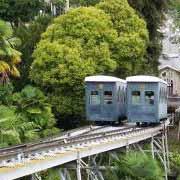 Le funiculaire de Pau au-dessus des jardins exotiques