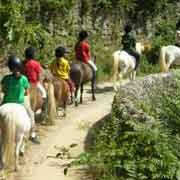 Randonnée équestre à dos de poney, pour les enfants